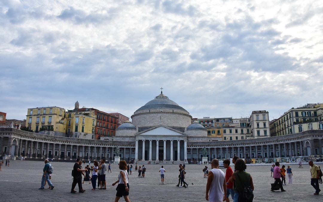 Napoli: itinerario a piedi di un giorno.