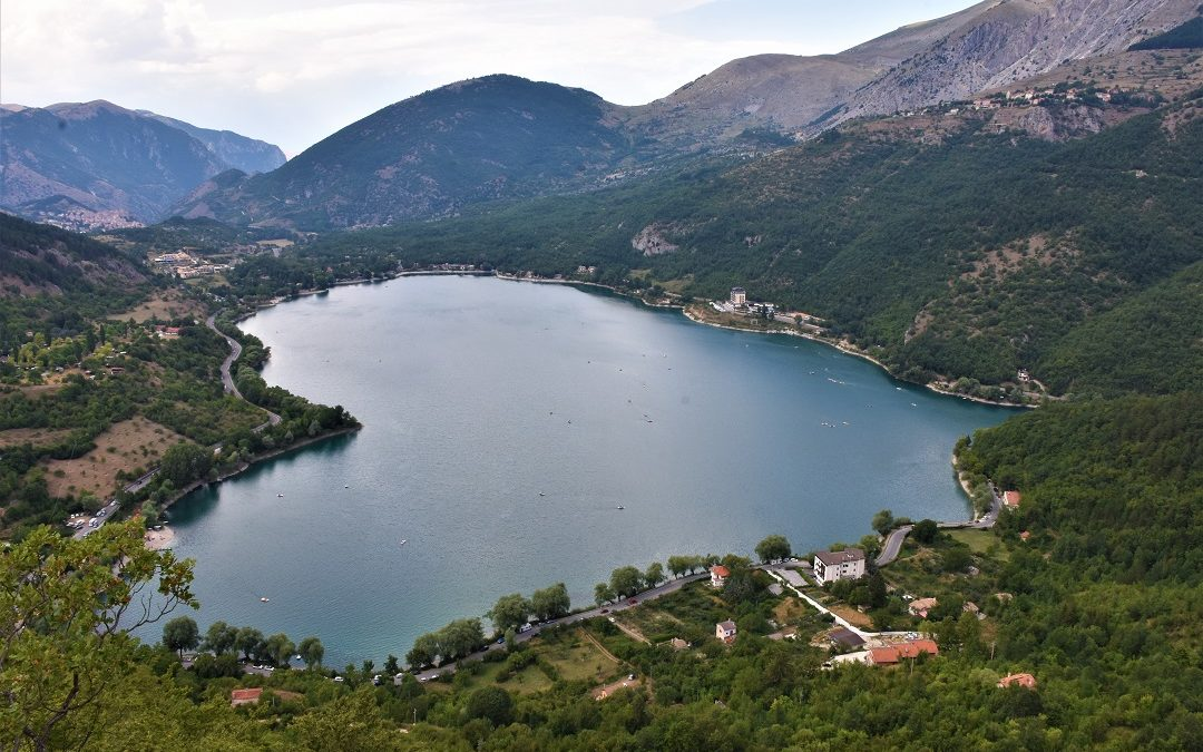Scanno: dal borgo al lago sul Sentiero del Cuore.